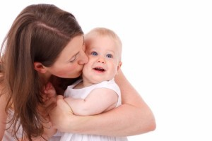 mother_kissing_baby_193793